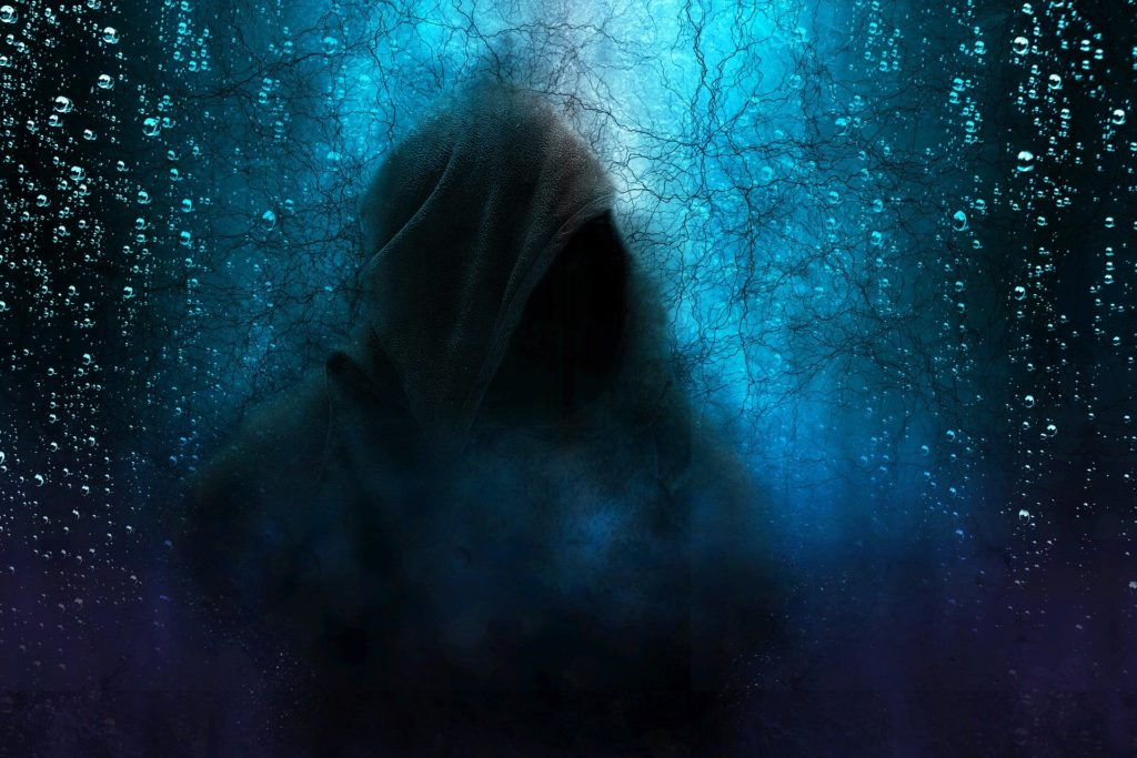 NaturalWaves_was-die-angst-mit-uns-macht_pixabay-hooded-man-2580085_1920